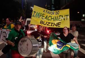 Grupo comemora decisão de Cunha na Avenida Paulista Foto: Pedro Kirilos / Agência O Globo
