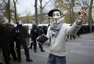 De acordo com os hackers, ataque foi resposta à prisão de manifestantes em Paris Foto: BENOIT TESSIER / REUTERS