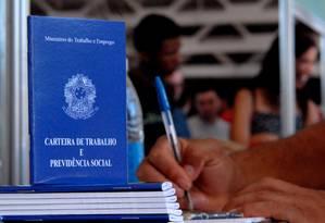 Carteira de trabalho é símbolo do mercado de trabalho formal Foto: Agência Brasil