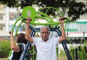 Ailton Jorge da Silva já passou dos 60 anos e se exercita Foto: Urbano Erbiste