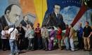 Venezuelanos fazem fila para votar em Caracas Foto: FEDERICO PARRA / AFP