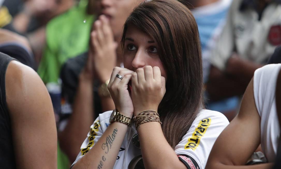 As unhas da vascaína sofreram na mesma proporção da alma, com o rebaixamento do time Márcio Alves / Agência O Globo