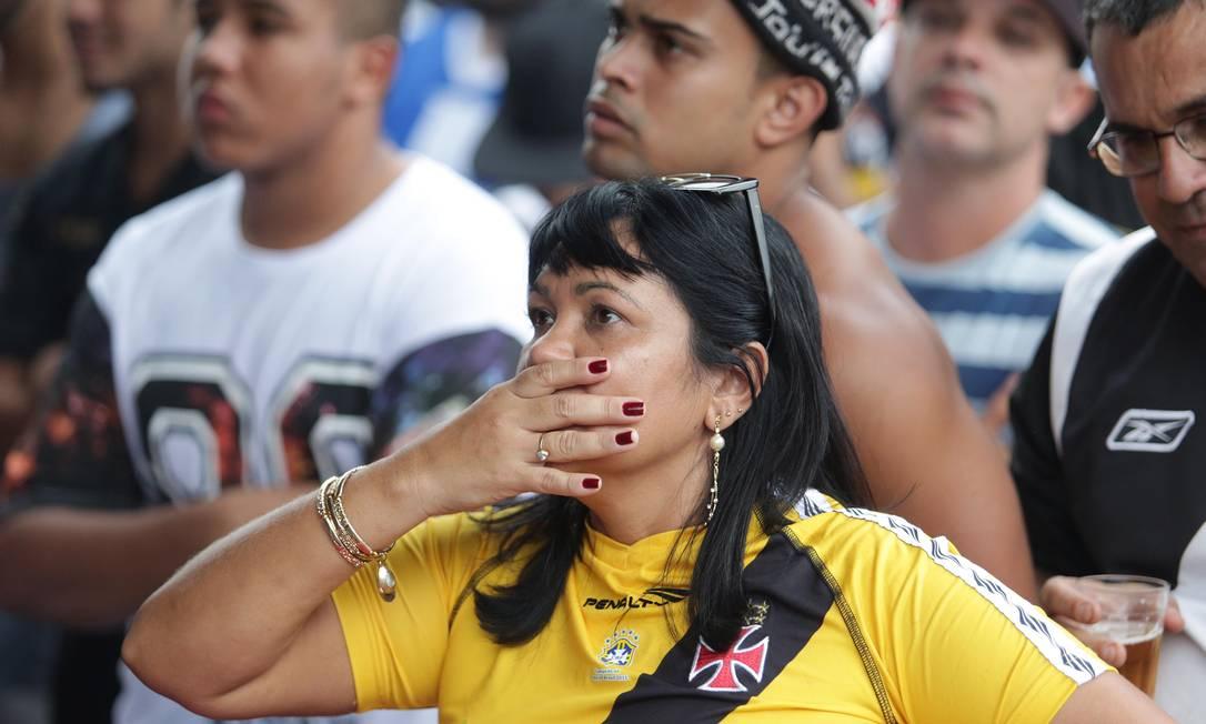 A torcedora do Vasco testemunha pela terceira vez um rebaixamento do clube: assim como em 2008 e 2013, o ano de 2015 é marcado pelo vexame Márcio Alves / Agência O Globo