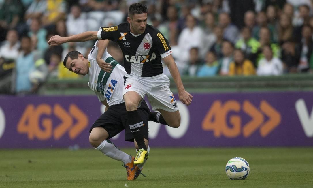 Mesmo antes do final da partida o Vasco já estava rebaixado, a partida do Fluminense havia terminado com a derrota do tricolor para o Figueirense Guito Moreto / Agência O Globo