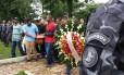 Enterro dos policiais mortos no Jacarezinho no fim de semana