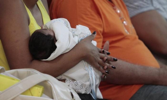 Casos suspeitos de microcefalia relacionados ao zika Foto: Edmar Melo / Agência O Globo