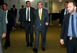 O presidente da Câmara dos Deputados, Eduardo Cunha (PMDB-RJ), durante sua chegada na Câmara ladeado de seguranças Foto: Ailton de Freitas / O Globo