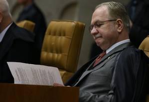 O ministro Edson Fachin suspendeu o andamento do impeachment em ação do PCdoB Foto: André Coelho / Agência O Globo