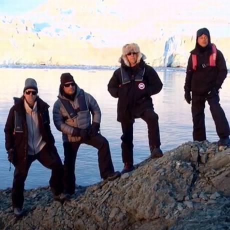 Metallica posa na Antártica Foto: Reprodução