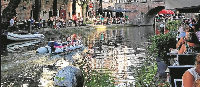 Canal: no verão, bares e restaurantes em atmosfera festiva Foto: Léa Cristina