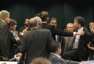 Os deputados Zé Geraldo (PT-PA) e Wellington Roberto (PR-PB) discutiram e chegaram a trocar tapas. A confusão aumentou quando o deputado Zé Geraldo disse: