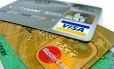 Taxa de juros do cartão de crédito bate 415,3% ao ano