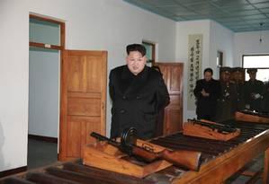 Kim verifica armas em depósito do país: afirmações duvidosas Foto: KCNA / REUTERS