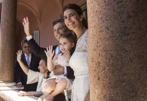 Macri, com a vice Gabriela Michetti, a mulher, Juliana e a filha, Antonia, no balcão da Casa Rosada Foto: STRINGER-ARGENTINA/ / REUTERS