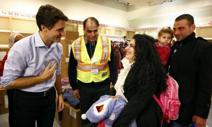 Trudeau recebe refugiados sírios em aeroporto de Toronto Foto: Reuters