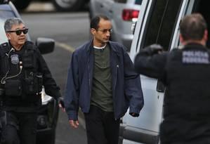 Marcelo Odebrecht, em imagem de arquivo, sendo transferido para o presídio em Curitiba. Presidente da Odebrecht está preso desde 19 de junho Foto: Geraldo Bubniak/25-7-2015