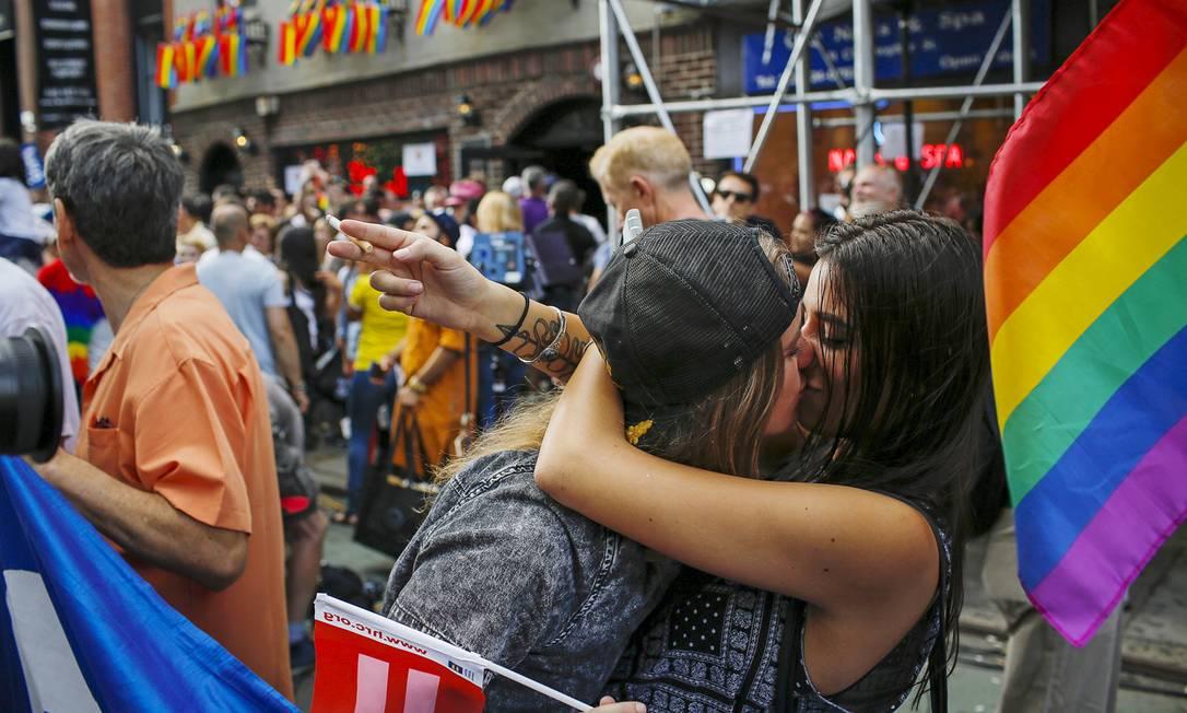 O beijo de suas mulheres no Greenwich Village, em Nova York, depois que a Suprema Corte americana legalizou em todo o país o casamento entre pessoas do mesmo sexo, entrou na lista EDUARDO MUNOZ/Reuters/Corbis