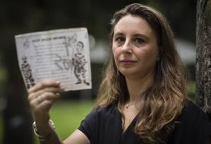 Bianca e um panfleto de 92: início de consciência política Foto: Agência O Globo / Fernando Lemos