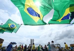 A maioria dos manifestantes de domingo estava vestida com as cores da bandeira brasileira Foto: ANDRE COELHO / Agência O Globo