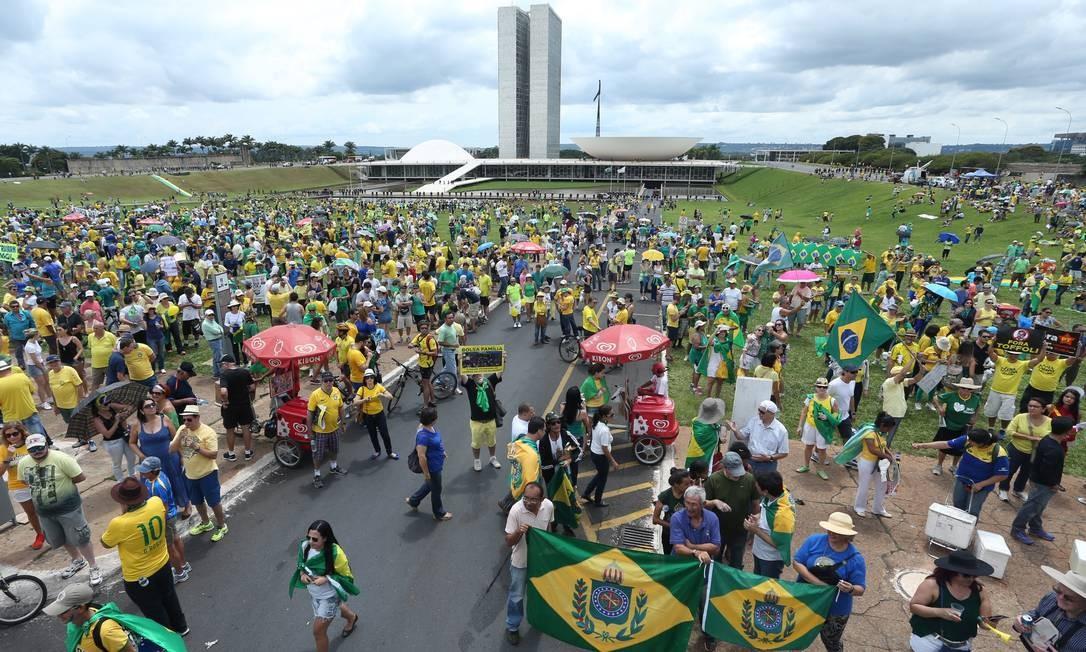 Em Brasília, o ato começou às 10h Foto: ANDRE COELHO / Agência O Globo