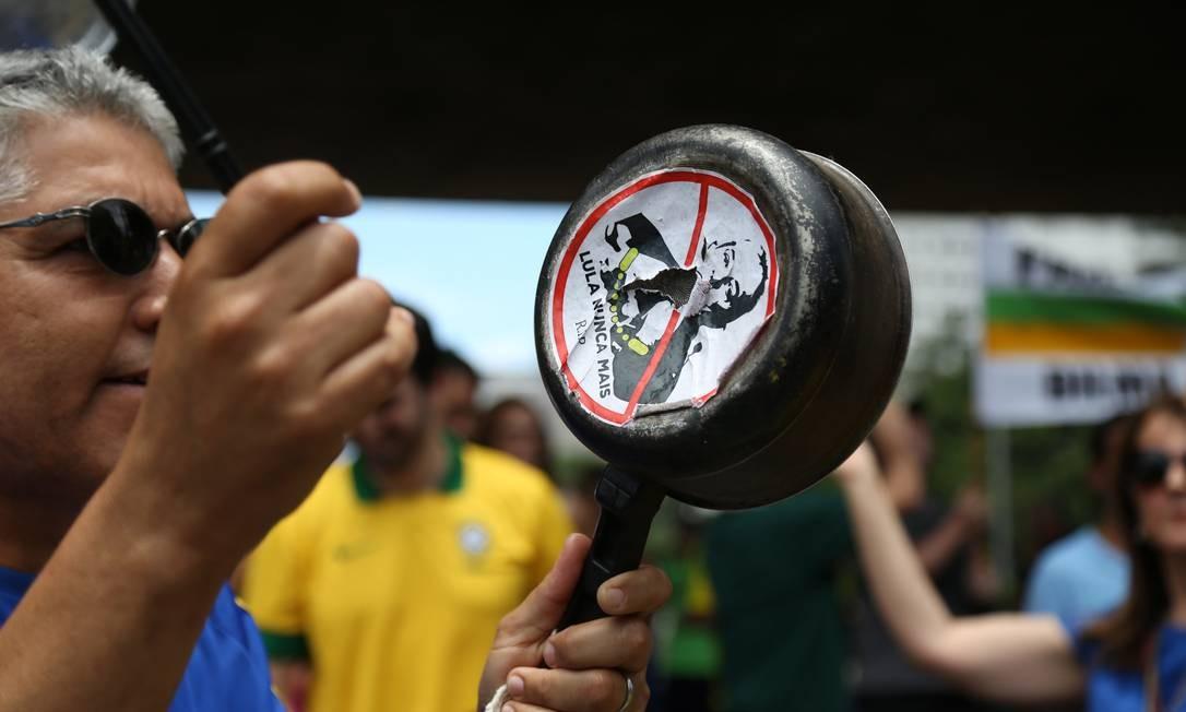 Em São Paulo, o ato é realizado na Avenida Paulista Foto: Fernando Donasci / Agência O Globo