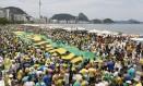 RI Rio de Janeiro (RJ) 13/12/2015 Manifestação emCopacabana contra o governo Foto Pablo JAcob / Agencia O Globo Foto: Pablo Jacob / Agência O Globo