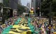 Manifestantes tomam a Avenida Paulista, em São Paulo