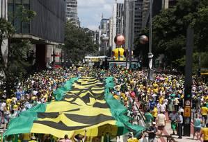 Manifestantes tomam a Avenida Paulista, em São Paulo Foto: Fernando Donasci / Agência O Globo / dezembro de 2015