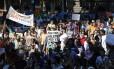 PROTESTO. Profissionais de saúde mental e pacientes em frente à Alerj, na manifestação contra troca no ministério