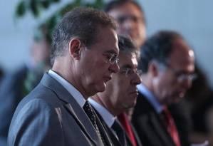 O presidente do Senado, Renan Calheiros (PMDB-RJ), durante missa de final de ano da Casa Foto: André Coelho