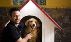 Prática. Gabriel Scaramella, do DogSitter Rio, trabalhou durante dez anos adestrando cães policiais na Itália Foto: Mônica Imbuzeiro / Agência O Globo