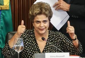 A presidente Dilma Rousseff durante reunião com representantes de entidades sindicais e empresariais no Palácio do Planalto Foto: ANDRE COELHO / Agência O Globo