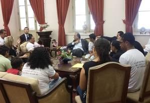 Pezão faz reunião com parentes das vítimas de Costa Barros Foto: Divulgação