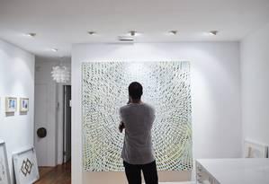 Neil Ramsay numa das galerias que se expandem na área de Miami Foto: RYAN STONE / NYT