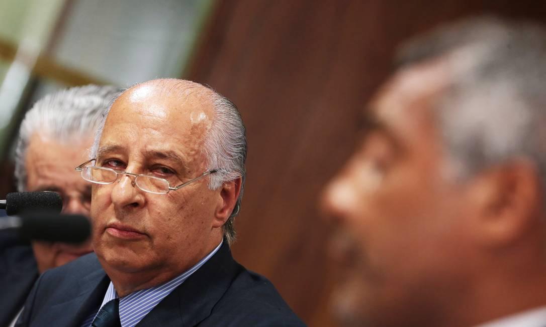 Del Nero ouve atentamente uma das perguntas feitas por Romário Ailton de Freitas / Agência O Globo