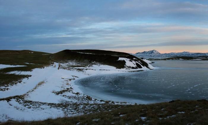 O Lago Mývatn, na Islândia, parece ter sido feito como cenário ideal para obras de ficção, com a mistura de suas cores. A área é densamente povoada com crateras, lagos e vulcões ativos. Ou seja, como set de Guerra nas Estrelas, nada melhor. Foto: Divulgação