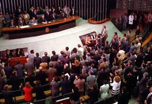 Mauro Benevides, que presidia o Senado em 1992, declara vago o cargo de presidente da República Foto: Gustavo Miranda / Agência O Globo/29-12-1992