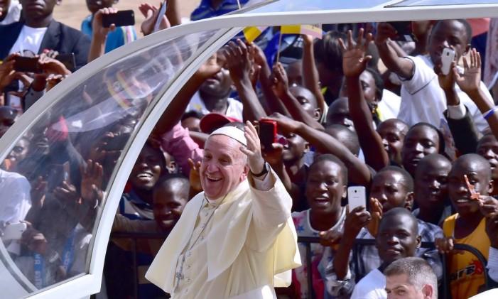 Papa Francisco em sua última visita do ano, à África Foto: GIUSEPPE CACACE / AFP