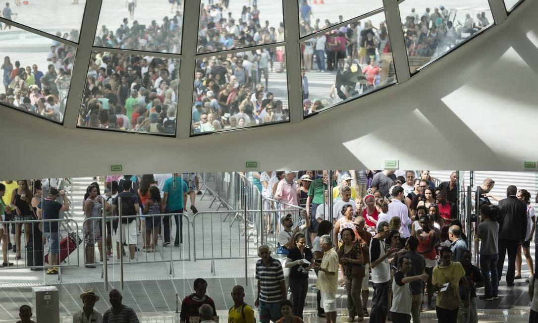 Milhares de pessoas visitaram o Museu neste sábado Foto: Fernando Lemos / Agência O Globo