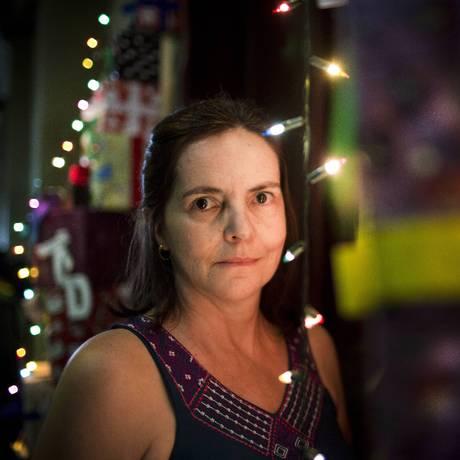 """Ritual estressante: Josy de Oliveira não vê o Natal como um momento encantador: """"há obrigação de parecer feliz, dar abraço forçado"""" Foto: Mônica Imbuzeiro / Agência O Globo"""
