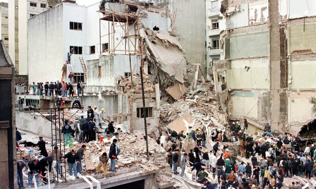 O atentado à Associação Mutual Israelita da Argentina, em 1994, deixou 85 mortos e cerca de 300 feridos Foto: Agência O Globo / 18-7-1994