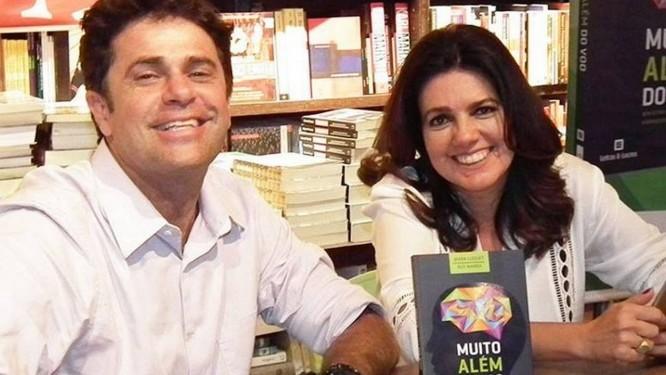 Ruy Marra e Mara Luquet no lançamento da obra que escreveram juntos Foto: Mônica Holden / Divulgação
