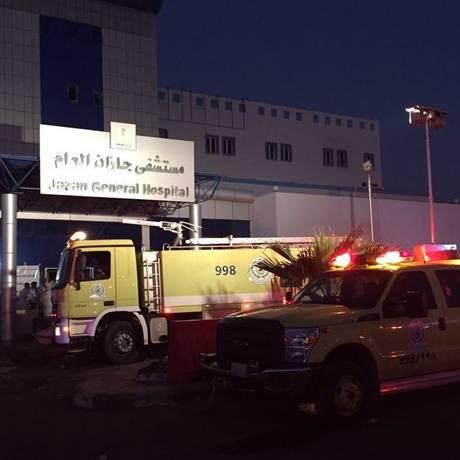 O fogo no Hospital Geral Jazan foi controlado pelos bombeiros Foto: AFP / AFP