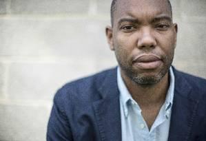Premiado. O jornalista americano Ta-Nehisi Coates recebeu o National Book Award de não ficção Foto: GABRIELLA DEMCZUK/NYT