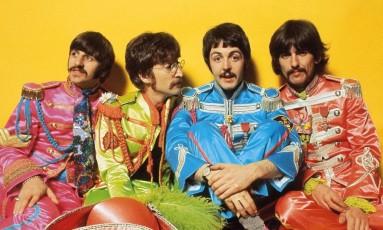 Imagem que estampa o encarte de 'Sgt. Pepper's Lonely Hearts Club Band' Foto: Reprodução