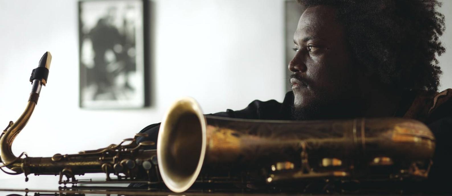 O saxofonista Kamasi Washington, de Los Angeles Foto: Divulgação