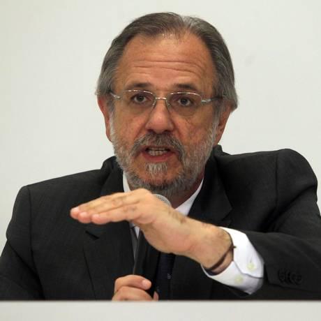 O ministro do Trabalho e Previdência Social, Miguel Rossetto, concede entrevista sobre o reajuste do salário mínimo Foto: Givaldo Barbosa / Agência O Globo