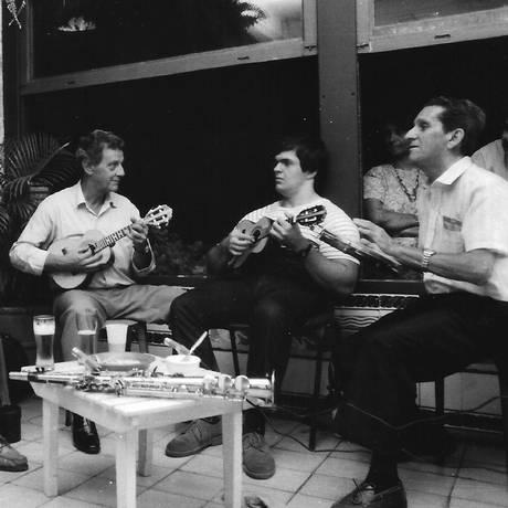 Raphael Rabello, Déo Rian, Colombo, Hulk e Darly em roda de 1988 Foto: Acervo Alfredo Britto