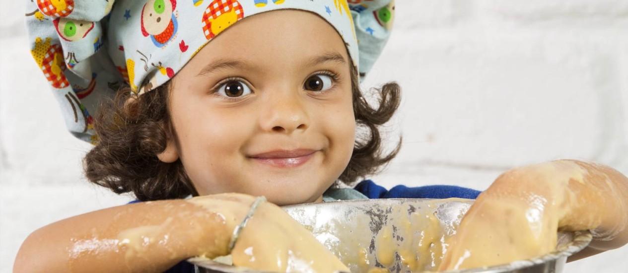 Pequenos chefs aprendem a cozinhar antes mesmo de ler e escrever Foto: AGÊNCIA O GLOBO