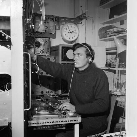 Peter Zinovieff trabalha em seu estúdio em 1963 Foto: Kaye / Getty Images
